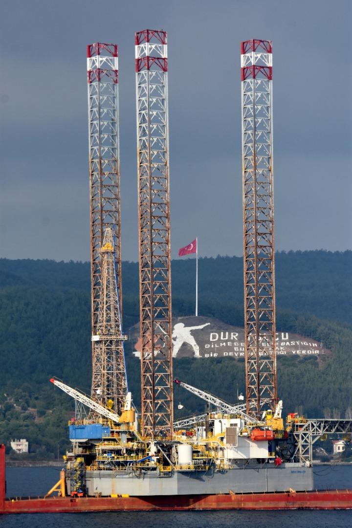 130 metre yüksekliğindeki platform, Çanakkale Köprüsü altından özel planlama ile geçirilecek