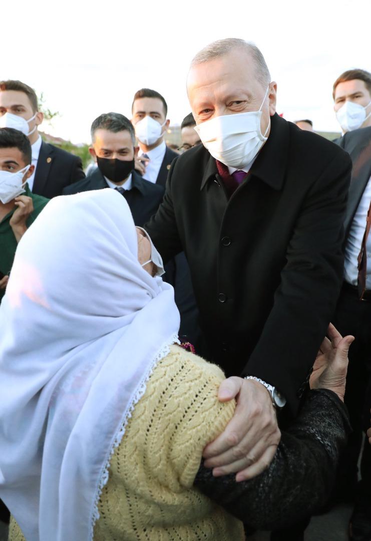 Cumhurbaşkanı Erdoğan'dan çiftçi aileye iftar sürprizi