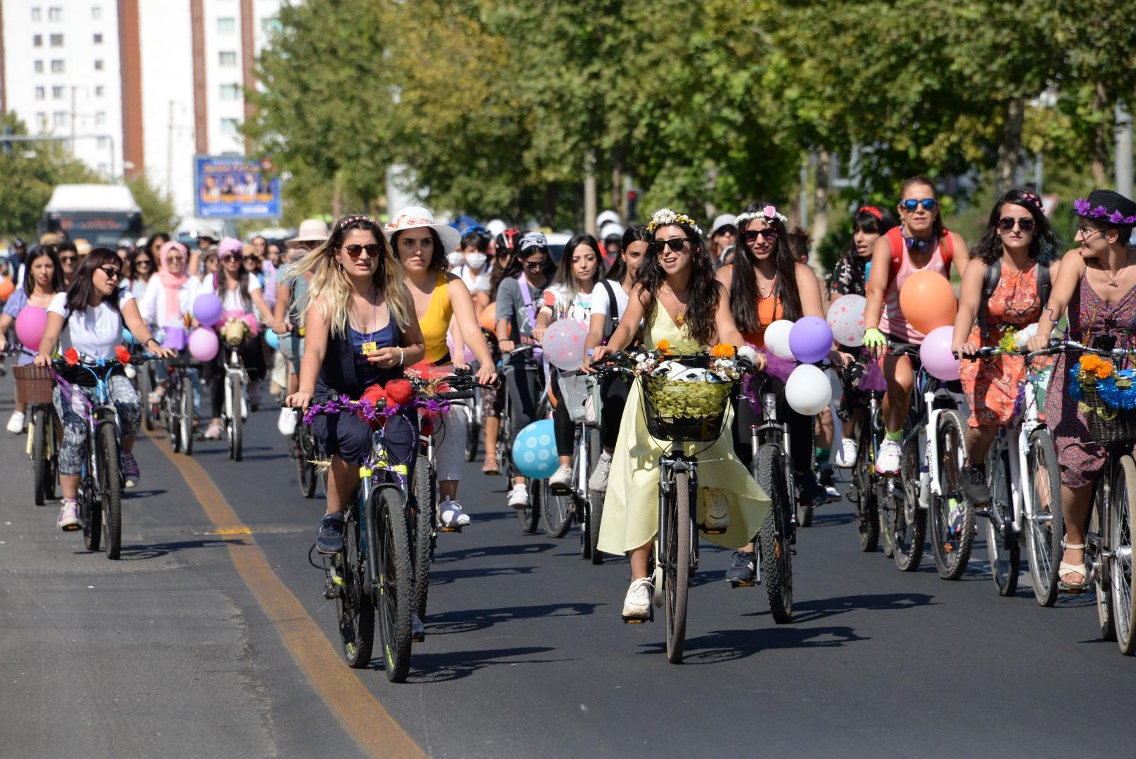 Diyarbakır'da Süslü Kadınlar Bisiklet Turu