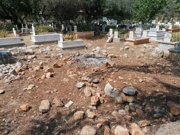 Selçuklu komutanının türbesinin de bulunduğu mezarlık perişan