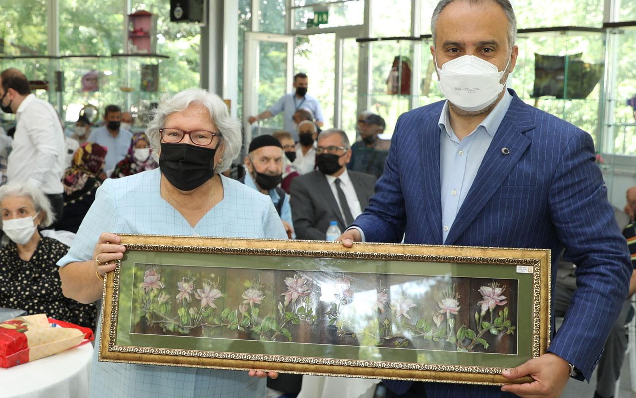 Bursa'da huzurevi ve hastanede bayramlaşma