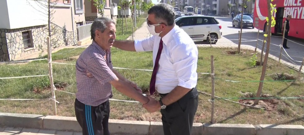 CHP'li Gürsel  Erol TOKİ konutlarında yaşayan vatandaşları ziyaret etti