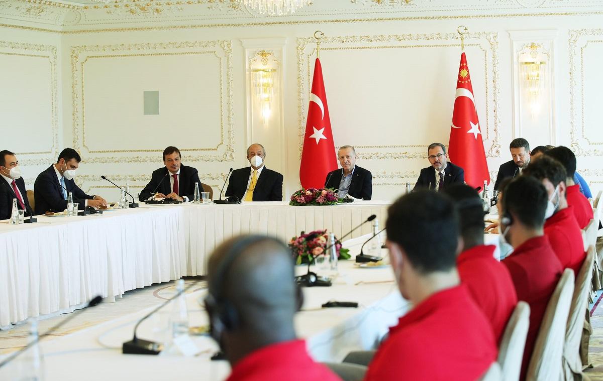Çifte şampiyon Anadolu Efes Cumhurbaşkanı Erdoğan'la buluştu