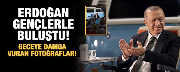 Cumhurbaşkanı Erdoğan, Mersin'de gençlerle buluştuğu programa ait fotoğrafları paylaştı