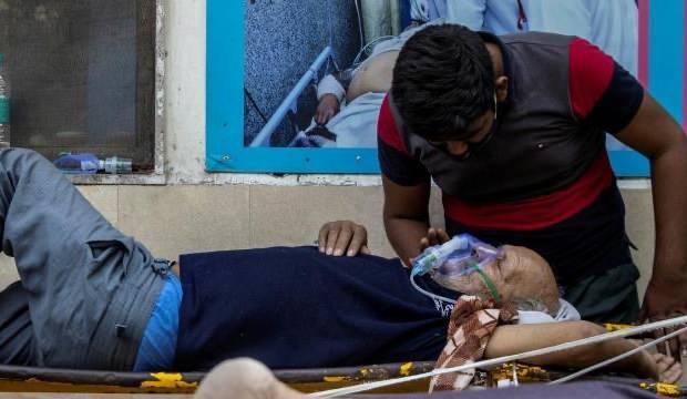 Hindistan'da korkutan rekor: Günlük en yüksek vaka ve can kaybı