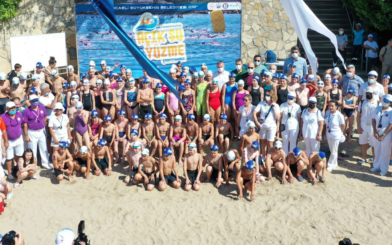 Kocaeli'de Açık Su Yüzme Yarışlarında sporcular ödüllerine kavuştu