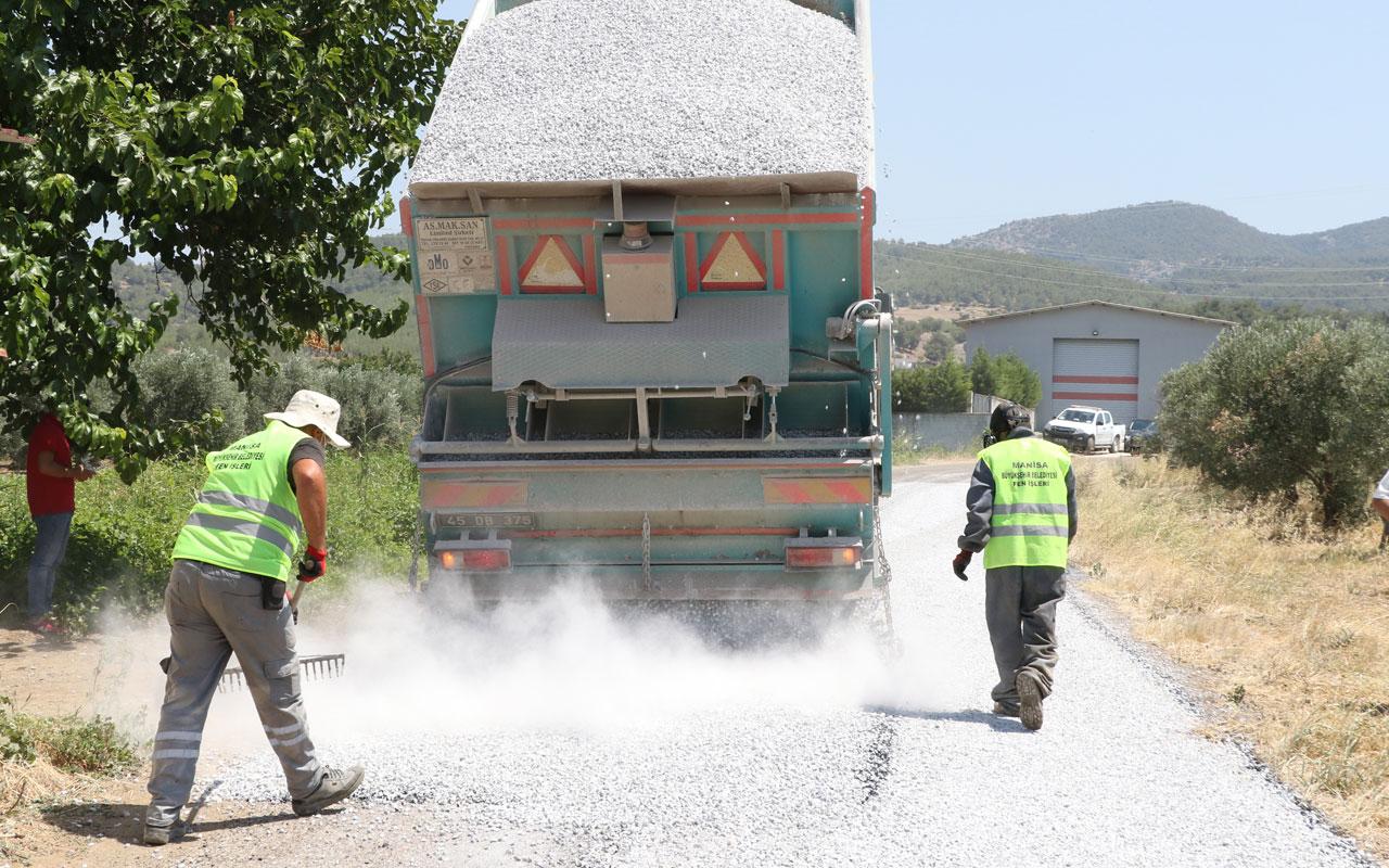 Manisa Akhsiar'da yollarda sathi kaplama