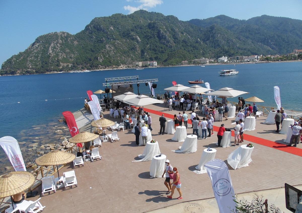 Marmaris'te beş yıldızlı alkolsüz halk plajı açıldı