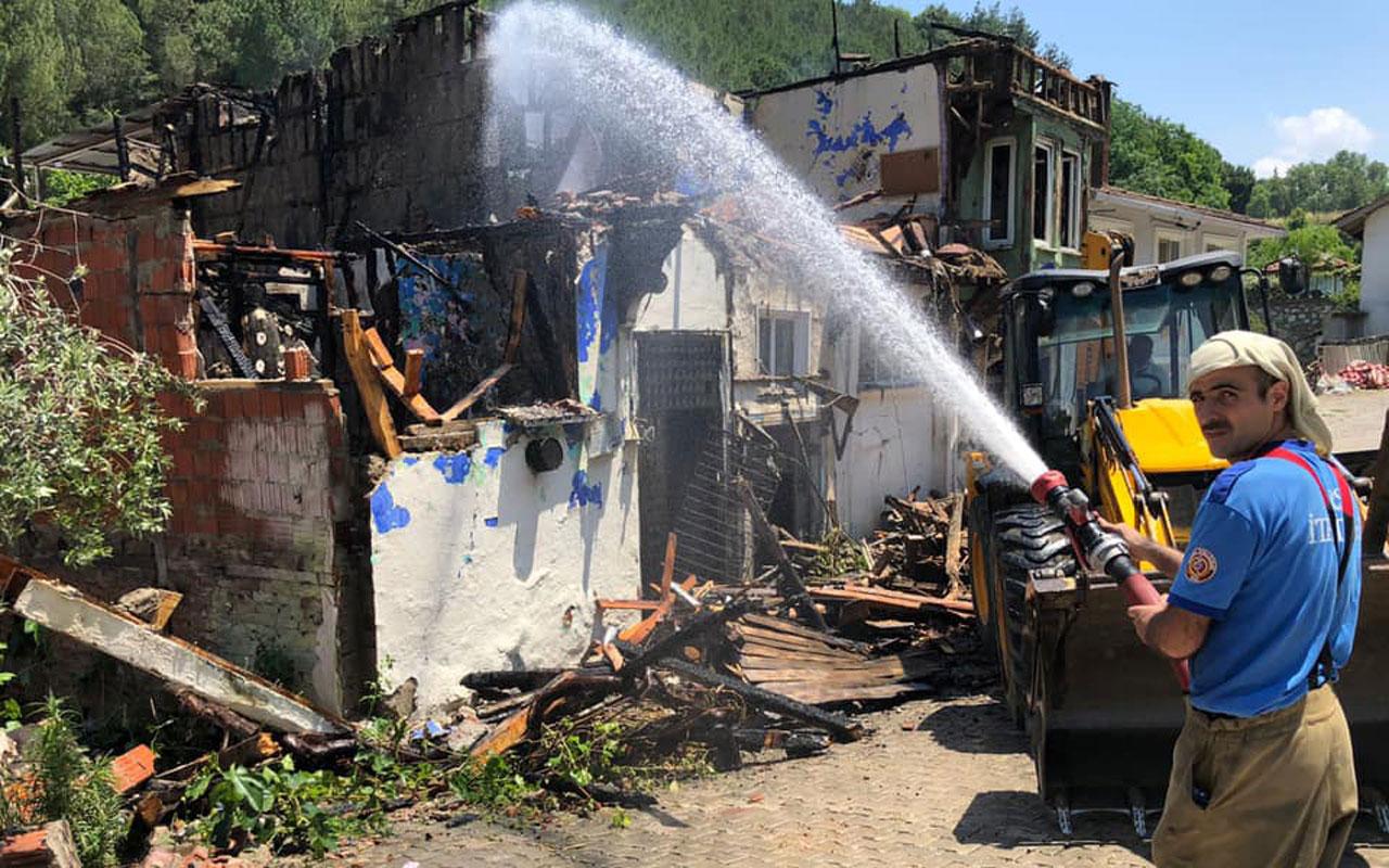 Mudanya Aydınpınar'da yangın: 3 ev zarar gördü