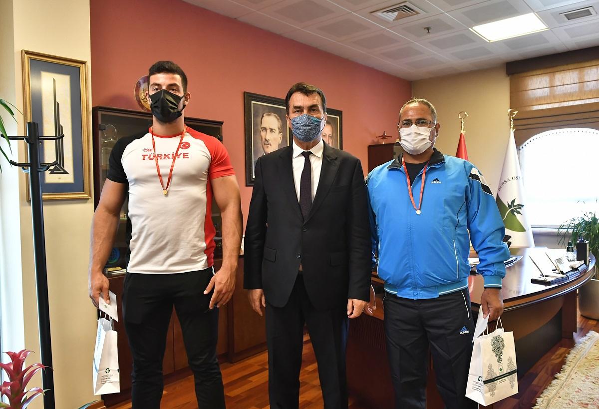 Rekortmen sporcudan Mustafa Dündar'a ziyaret