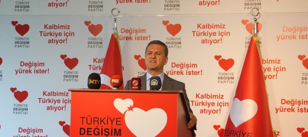 Türkiye Değişim Partisi Genel Başkanı Mustafa Sarıgül, partisinin Genel Merkezi'nde MYK toplantısı öncesi basın açıklamasında bulundu