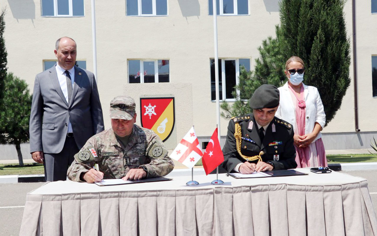 Türkiye'den Gürcistan Ordusu'na araç desteği